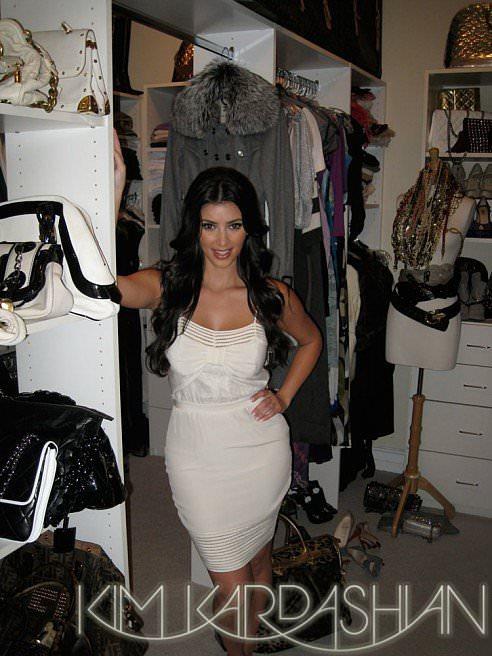 She-Queen-Closet-Organizing-Scene